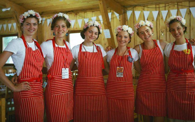 CAMPFEST - dobrovoľníčky z kaviarne