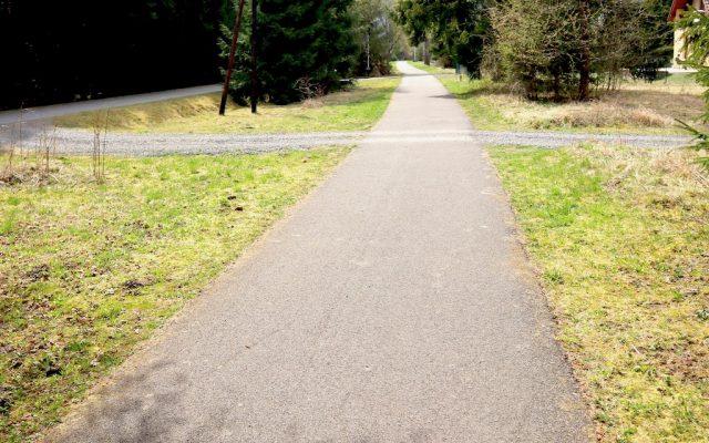 CHODNÍK (400m) - vhodný na korčuľovanie, beh, prechádzku...