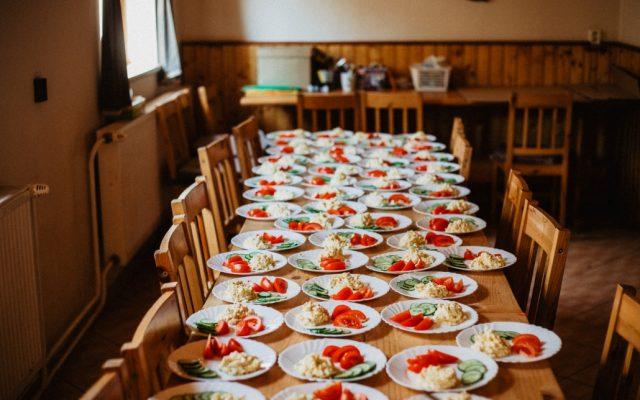 Raňajky pre detský tábor