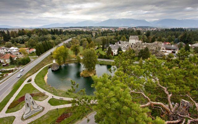 Zrúcanina hradu a kaštiel Liptovský Hrádok 2020-05-18 o 15.12.29