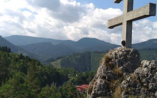 Zrúcanina hradu a kaštiel Liptovský Hrádok 2020-05-18 o 15.14.12